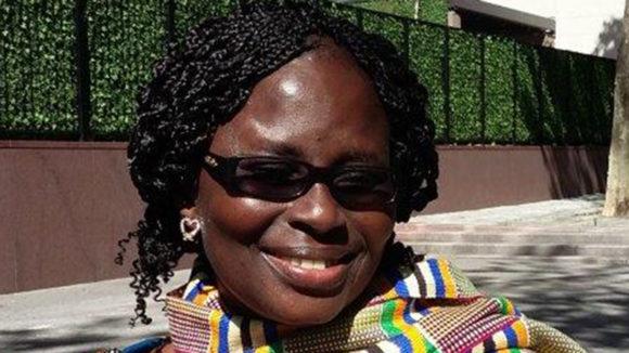 Gertrude Oforiwa Fefoame smiler mot kamera.