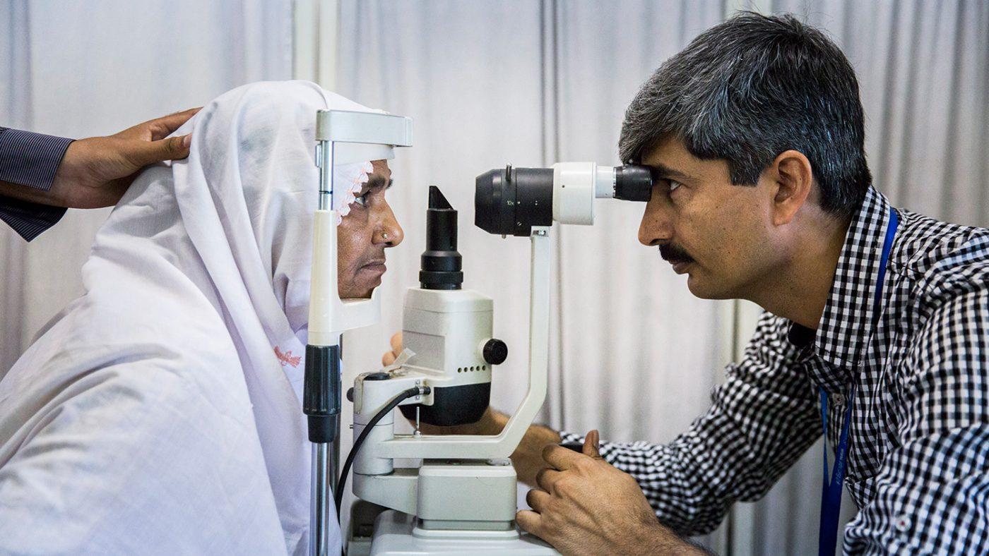 Zamurrad får øynene sine undersøkt