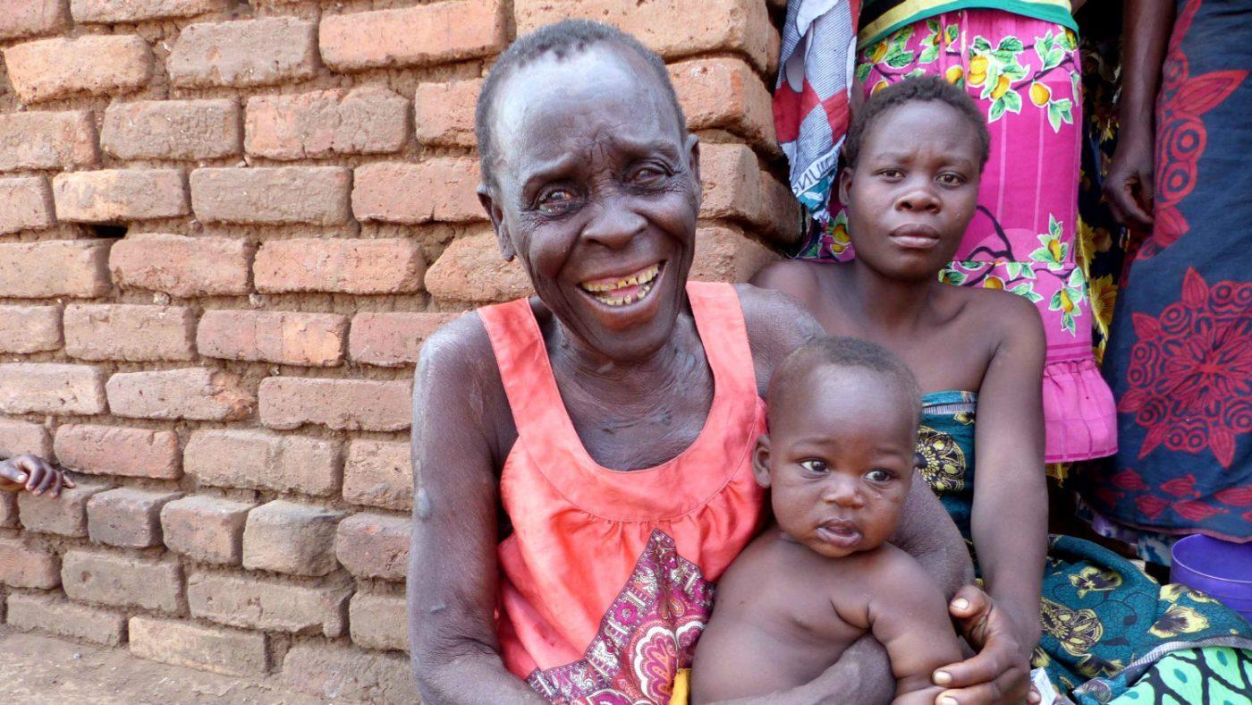 Jess med barnbarnet hennes.