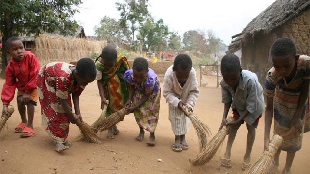 Barn leker i Tanzania.