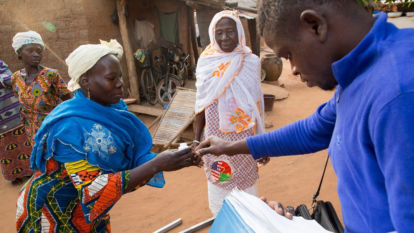 Mariam gis behandling for en annen dame.