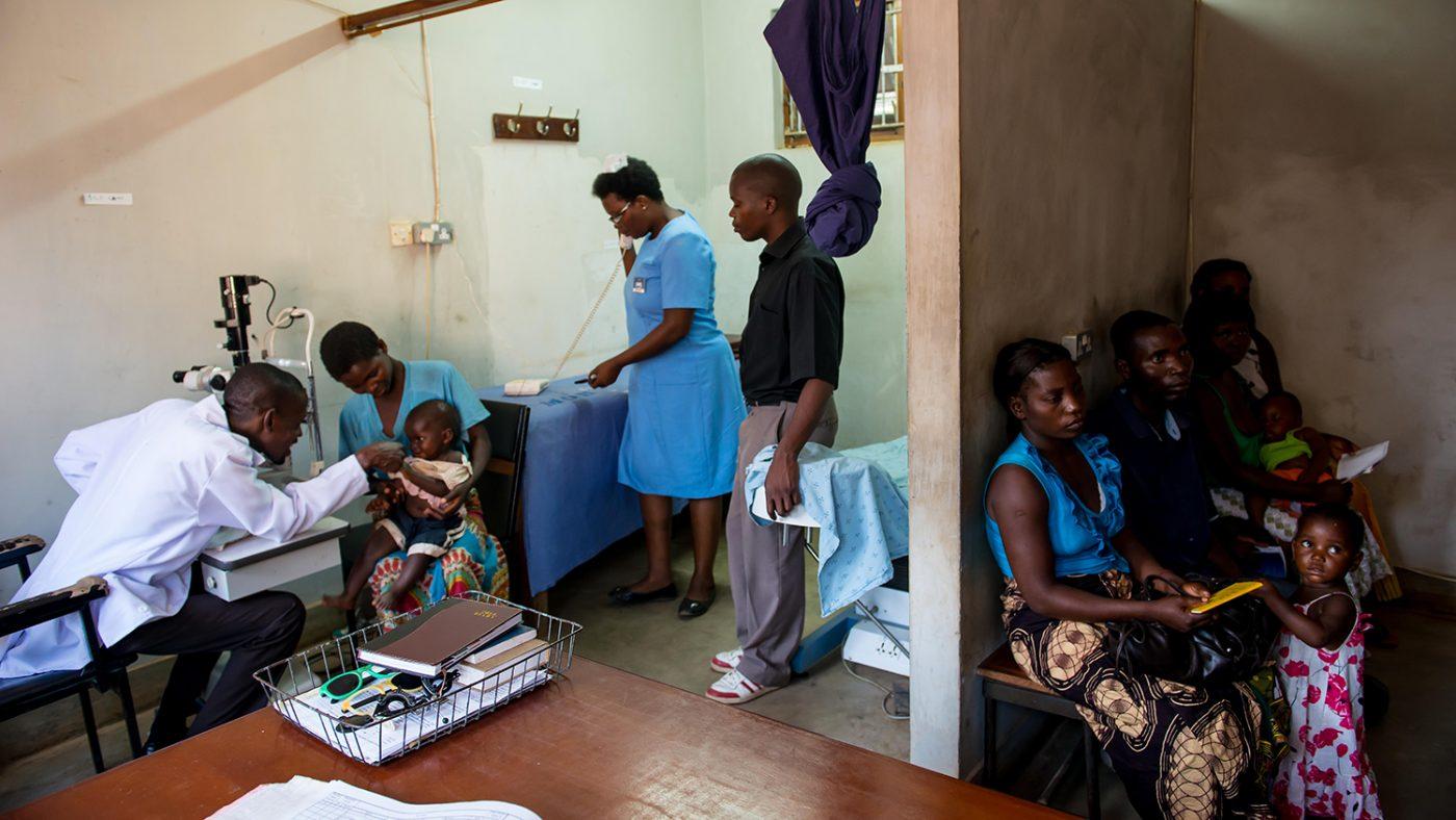 Pasienter venter på å se Madalitso Nyangulu.