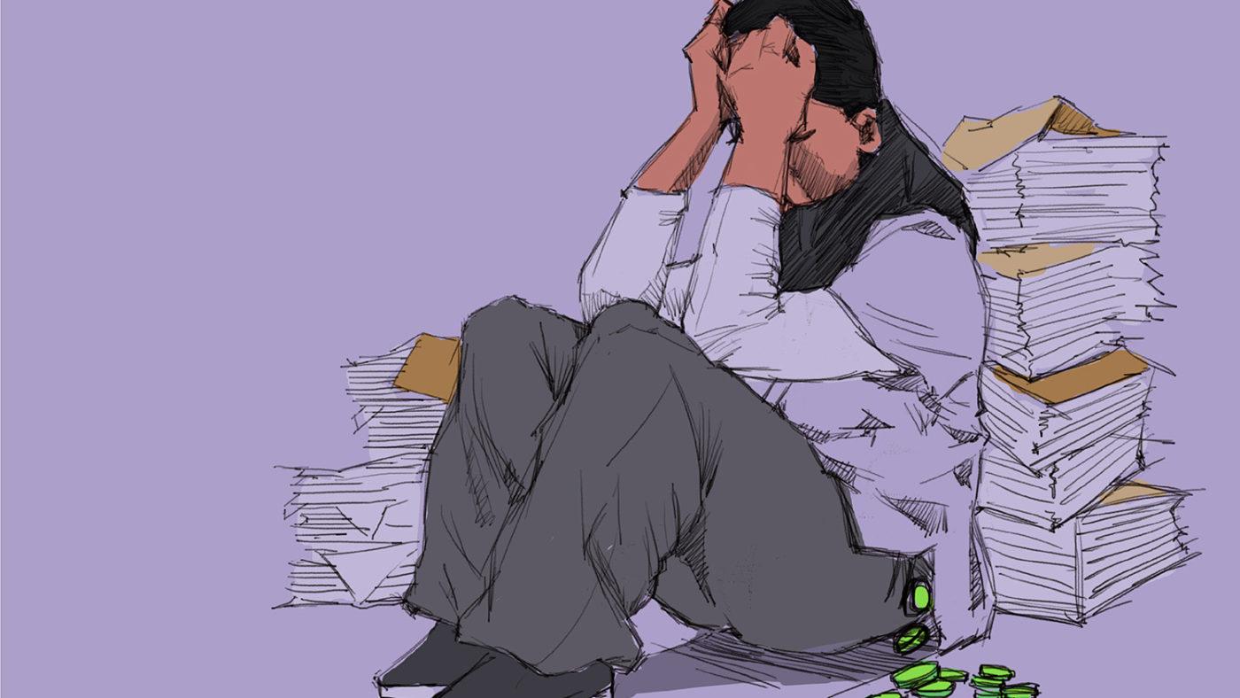 En illustrasjon av en kvinne som gråter. Mynter faller ut av lommen hennes.