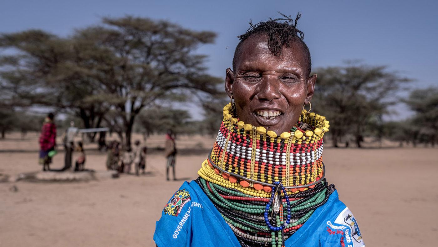 En kvinne iført tradisjonelle klær.